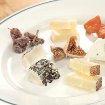 ワインのお供に人気のチーズ☆フレンチ出身のシェフならではのチョイスが光ります!