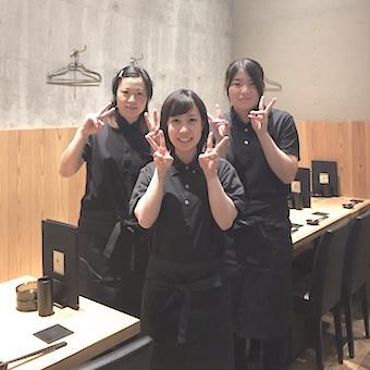 ☆週1日勤務OK☆養鶏場より直送の朝挽き名古屋コーチンが自慢の人気焼き鳥店で接客♪まかない無料◎