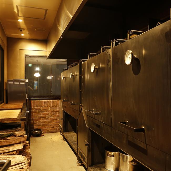 専門窯で焼き上げる肉料理。他のお店では学べないBBQスタイルがここにある!