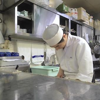 経験者時給1200円☆お肉も給与水準もハイレベル!ホテルニューオータニーの高級すきやき店でキッチン♪