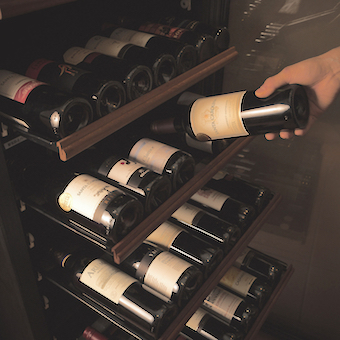 ワインサーバー完備!たくさん試飲してワイン通になりましょう♪