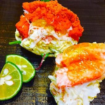 毎朝豊洲で買い付ける新鮮な魚をお客さんにも説明します☆