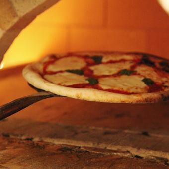 人気のピッツァは店内の窯で焼き上げます!本場イタリアンを学べます!