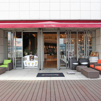 お店は台場駅より徒歩1分。ホテル「グランドニッコー東京」の中にあります!