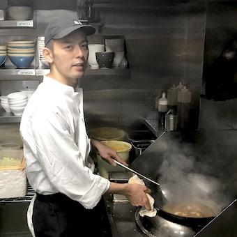 高級四川料理店の姉妹店でカウンターキッチンバイト♪食材・スープにこだわった味をまかないで学ぼう♪