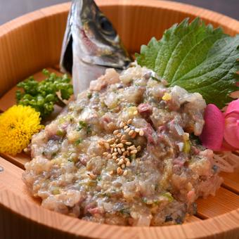 お寿司屋さんもびっくりするほどの鮮度と質。大衆店の域を超えた鮮魚も調理