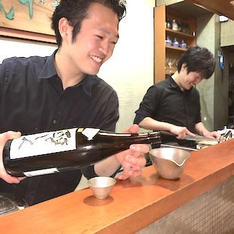 週4日勤務で整体マッサージが無料!!新鮮な魚と日本酒が売りのアットホームな個人店でホールスタッフ♪