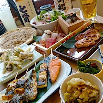毎日仕入れる海鮮を使った炭火焼やお刺身など様々な料理を提供します!