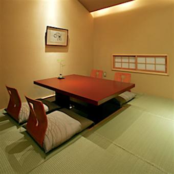 昭和30年創業の老舗日本料理店では、幅広い世代のスタッフが活躍中!