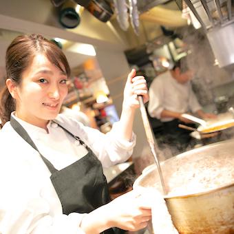 【オープニング】中華とスペインバルの有名店シェフがタッグを組んだ!新感覚レストランで料理を学ぶ♪