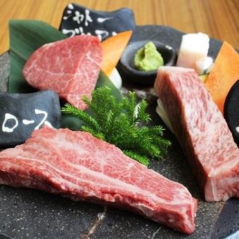 まかないで出るおいしいお肉ももちろん山形牛たちは女性スタッフもペロリとたいらげる。笑
