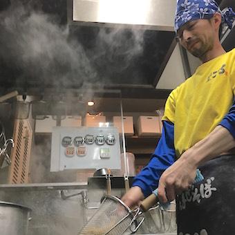 都内から海外まで店舗展開☆カップ麺にもなっている超有名「台湾まぜそば」を学ぶ◎ランチ勤務大歓迎!