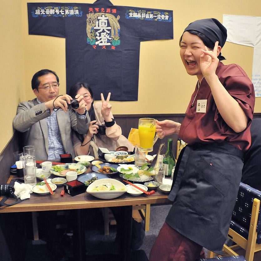 常連さん多数☆老舗居酒屋で接客◎スタッフ同士での乾杯が頻繁♪お店が!日本酒が!好きになる☆