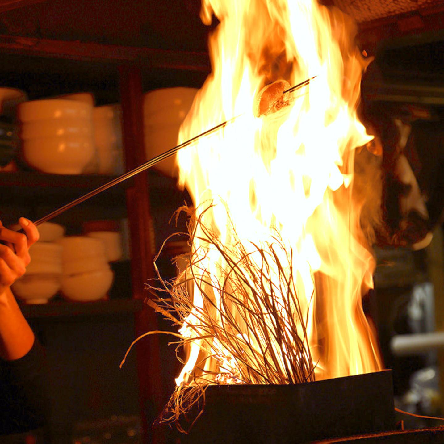 【週1日もOK】火柱あがる!ライブ感溢れるカウンターが人気の炉端屋さんでキッチンスタッフ♪