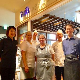 綺麗なオフィスビルに佇むタイ料理店で接客♪オーダーはタイ語で通すので働きながら言葉も学べます☆