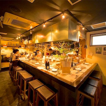 8cf5c392aad45 服装や髪型、髪色は. ワインは全てビオワイン。日本酒も自然派です。  オープンキッチンなので、カウンターのお客様とはコミュニケーションを楽しんでくださいね。
