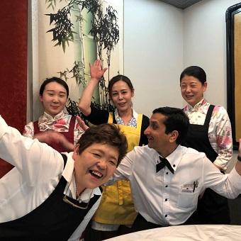 お料理教室に参加もできる!四川料理店のホールスタッフ!遅くても22時まで勤務◎ネイル金髪OK!