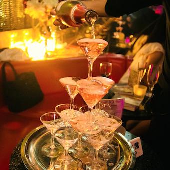 シャンパンタワーもあり☆芸能人も多く訪れる◎六本木のクラブ・ディスコでバーテンダー♪