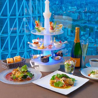 東京の夜景を一望できるスカイラウンジで絶景に負けない料理を学ぶ!待遇や環境の良さもトップクラス☆