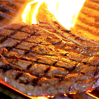 本物の熟成肉をご提供。肉好き大歓迎の銀座ステーキ店でホールバイト。未経験歓迎!ピアスOK!