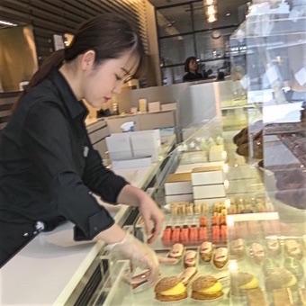 洋菓子の全てが揃う世界的パティスリーで販売♪カラフルなスイーツに囲まれて働こう☆
