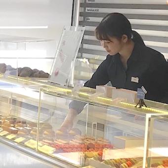世界が注目☆カラフルなお菓子が並ぶパティスリーで販売♪洗練されたショップが入る新宿伊勢丹の中◎