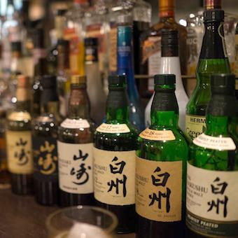 日本が誇る「山崎」「白州」のウイスキーを含む「世界5大ウイスキー」を扱います。