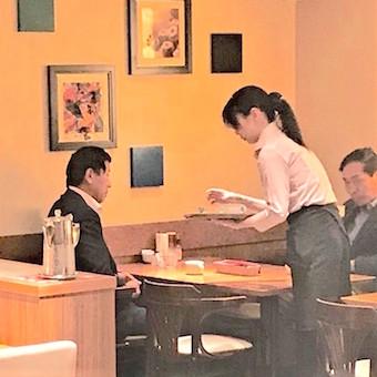 カジュアルで上質♪ホテルニューオータニ内のピザがおいしい喫茶店での接客☆