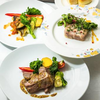 四季折々の食材を取り入れた見た目にも美しいフランス料理。