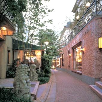 お店は「原宿ブラームスの小径」と言われる、ヨーロッパの街並みのような路地にあります。