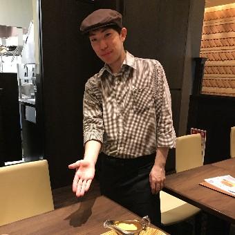 玉ねぎを1日茹でた濃厚欧風カレーが大人気のお店でホールのお仕事☆駅近で21時閉店なので、深夜出勤なし