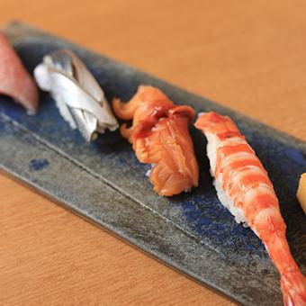 簡単なのに高時給!未経験でもすぐに一人前!銀座にある寿司の名店でホールのお仕事♪