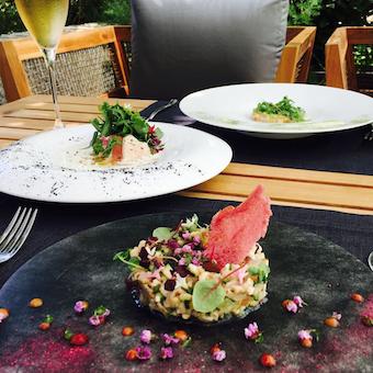 お客様が自分好みのメニューを組み合わせるプリフィックススタイルで料理を提供。