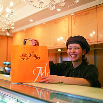 [しっかり稼げます]こだわりの「堂島ロール」でお客様を笑顔に◎有名パティスリーで販売のお仕事♪