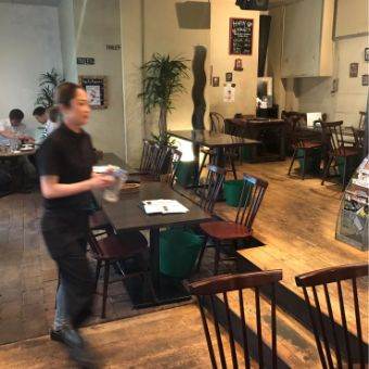 王子駅北口から30秒。カフェやお食事のご利用はもちろん音楽や地域イベントにも参加できる接客スタッフ