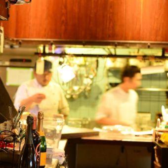 イタリアン&フレンチ。音楽とお酒がおりなす王子駅そばの音楽カフェダイニングのキッチンスタッフ
