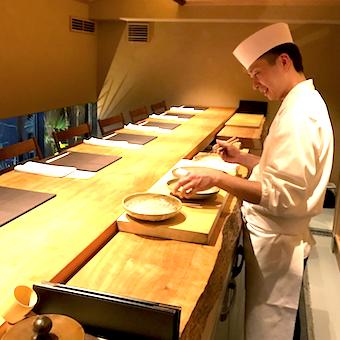 お店持ちで毎月飲み会あり!ホテル仕込みの板長から和食を学べる◎鰻や河豚など高級食材も扱います☆