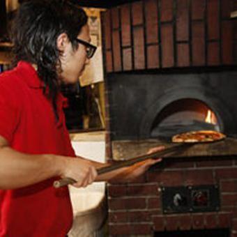 こだわりの窯焼きピッツァを作りましょう!