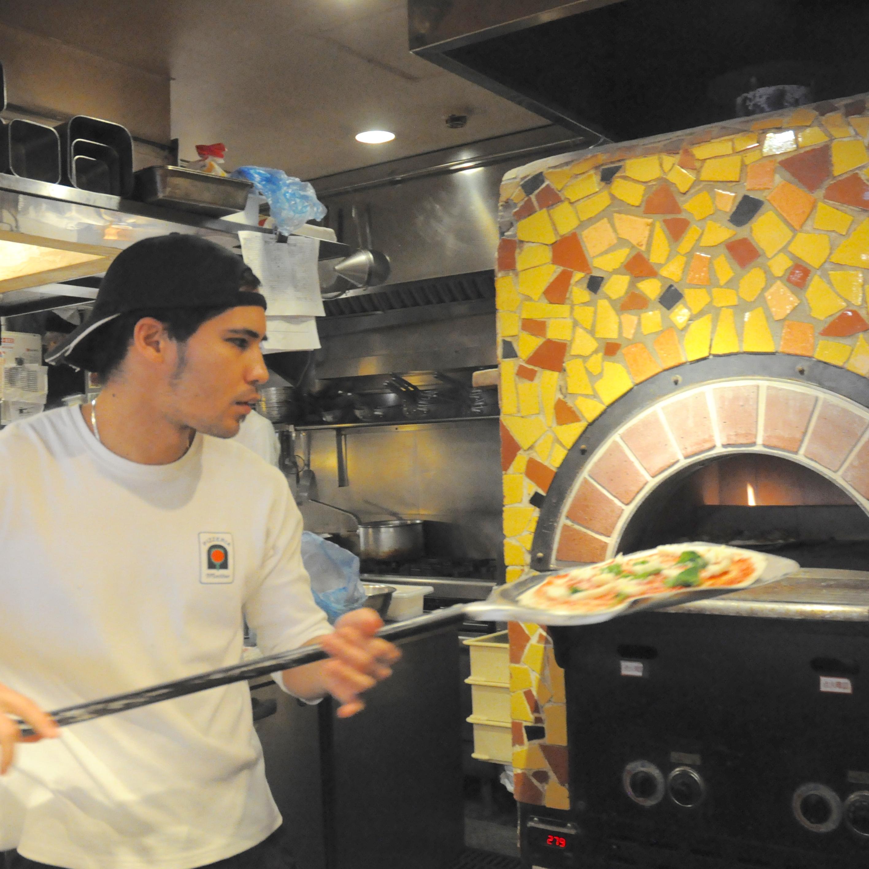 26種類の石窯ピッツァと10種類のパスタを学べるキッチン♪銀座コリドーの人気店◎