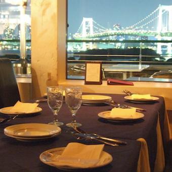 東京湾やレインボーブリッジも!絶景も楽しめる人気イタリアンで接客◎