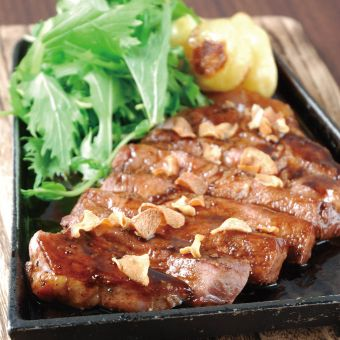 料理経験がなくても大丈夫!基本ができた後はトントン拍子で料理を覚える・豚肉料理専門店