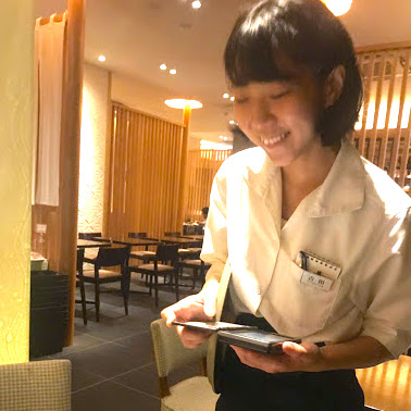 髪色自由ネイルOK!早朝勤務可、21時半、22時退勤も相談可!国産食材にこだわった和食店でホール♪