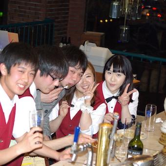 学生さんも大歓迎!スタッフみんなで食事をすることもありますよ♪