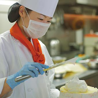 有名な「堂島ロール」をアナタの手で♪ケーキ作りに大事なのは経験や資格よりも愛情◎未経験も歓迎!