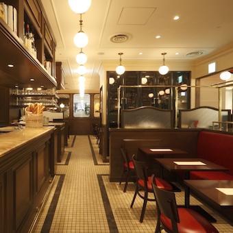 店内は落ち着いた雰囲気でお洒落。30〜40代を中心に人気のお店です。