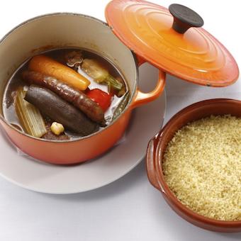 池袋駅直結。フレンチの伝統的な手法で手作りのお料理たちを提供するキッチンスタッフ