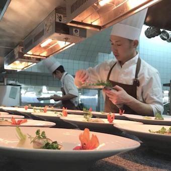 フレンチの鉄人坂井シェフのこだわりや技術を学べるキッチン◎一生の想い出に残る料理を作ろう。