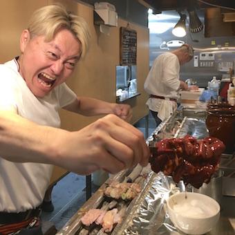 髪色自由♪だってオーナーが金髪だから!新橋で人気の焼き鳥屋でホールバイト◎個人店♪