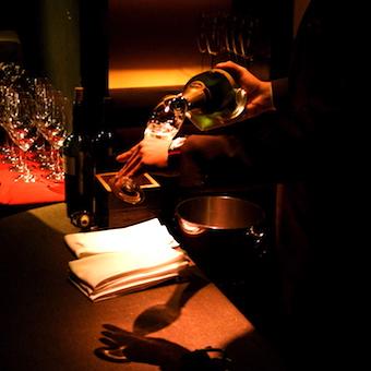 お酒×JAZZの生演奏で素敵な出会いに色を添えるバーテンダー♪会員制&深夜勤務送迎ありの安心環境◎