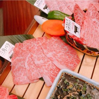 世界に誇る和牛の切り方と調理法、そしてハラル文化も学ぶ。世界中の人たちがお客様の和牛ダイニング